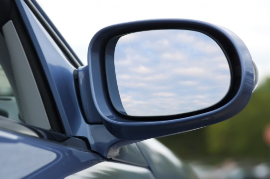 3 questions that can help you avoid leadership blind spots for Mirror questions